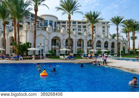 Sharm El Sheikh, Egypt - September 16, 2020: Unidentified People Are Resting In Popular Stella Di Ma