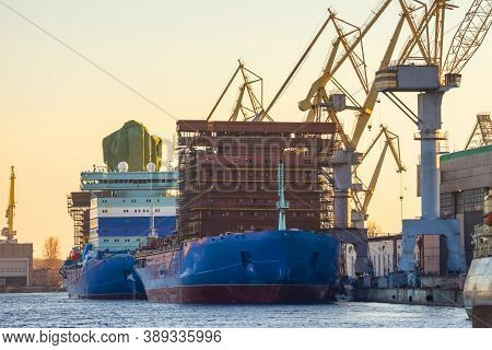 Repair Of A Huge Ship On The Iris Of The Northern Bay And A Shipbuilding Plant