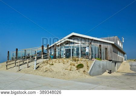 Texel, Netherlands - August 2019: Small Beautiful Wooden Beach Pavilion Called 'paal 9' On A Summer