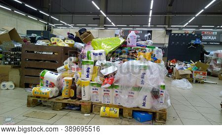 St. Petersburg, Russia - December, 2019: Bankruptcy Of Supermarket. Clutter, Trash And Scattered Goo