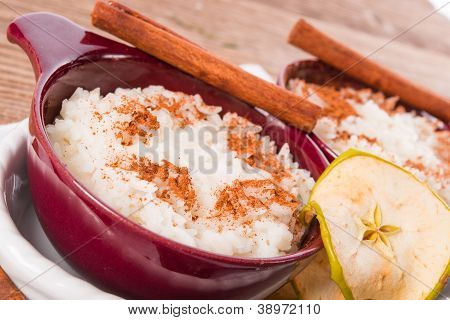 Milk Rice With Cinnamon And Applesauce