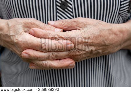 Close-up Of Old, Wrinkled And Arthritic Female Fingers. Hands Of An Elderly Person.
