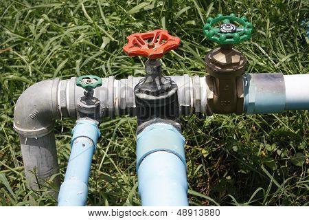 Water Valve With Separate Supply Pipes
