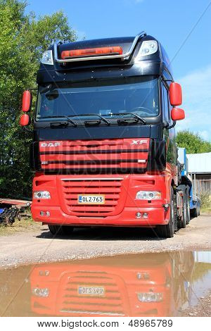 Daf XF105 Truck With Reflection