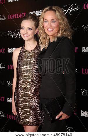 LOS ANGELES - AUG 5:  Amanda Seyfried, Sharon Stone arrives at the