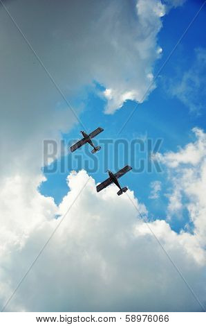 Synchronous flight of two planes