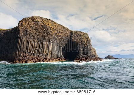 Isle Of Staffa And Fingal's Cave
