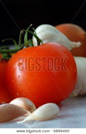 Tomato and Garlic Cloves