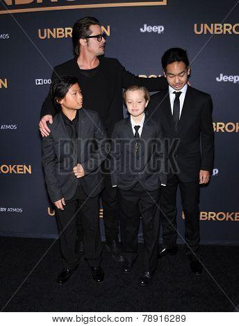 LOS ANGELES - DEC 15:  Brad PItt, Maddox Jolie-Pitt, Shiloh Jolie-Pitt and Pax Jolie-Pi arrives to the