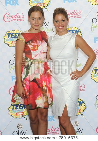 LOS ANGELES - AUG 10:  Candace Cameron Bure & Natasha Bure arrives to the Teen Choice Awards 2014  on August 10, 2014 in Los Angeles, CA.