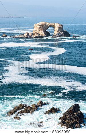 Arch Rock Formation In La Portada National Reserve - Rock-emblem Coast Of Chile
