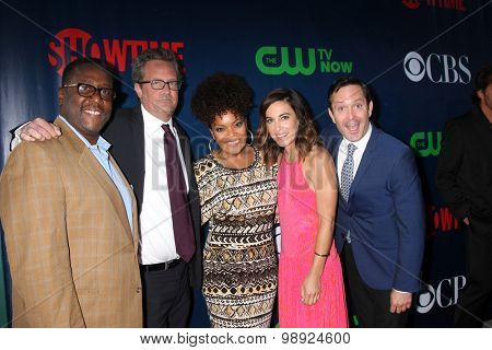 LOS ANGELES - AUG 10:  Wendell Pierce, Matthew Perry, Yvette Freeman, Lindsay Sloane, Thomas Lennon at the CBS TCA  Party at the Pacific Design Center on August 10, 2015 in West Hollywood, CA