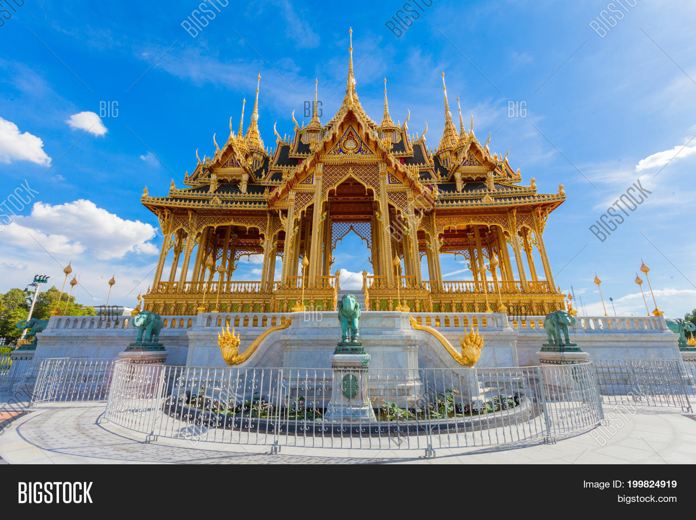 47442788b BANGKOK THAILAND - August 13: The Ananta Samakhom Throne Hall Thailand on August  13 2017
