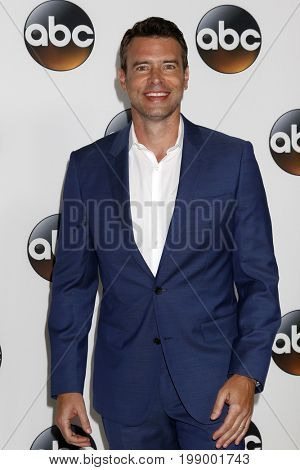 LOS ANGELES - AUG 6:  Scott Foley at the ABC TCA Summer 2017 Party at the Beverly Hilton Hotel on August 6, 2017 in Beverly Hills, CA