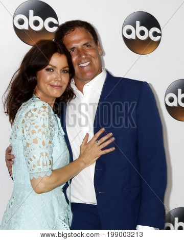 LOS ANGELES - AUG 6:  Bellamy Young, Mark Cuban at the ABC TCA Summer 2017 Party at the Beverly Hilton Hotel on August 6, 2017 in Beverly Hills, CA