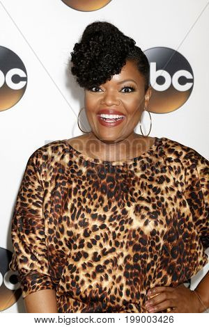 LOS ANGELES - AUG 6:  Yvette Nicole Brown at the ABC TCA Summer 2017 Party at the Beverly Hilton Hotel on August 6, 2017 in Beverly Hills, CA