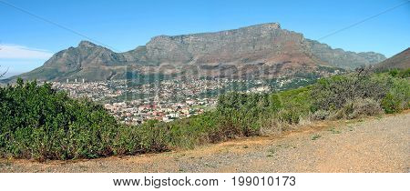 FROM CAPE TOWN, SOUTH AFRICA, VIEW OF TABLE MOUNTAIN ON A SUMMERS DAY 36cn