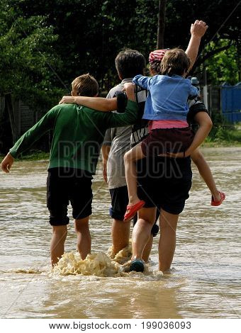People saved from floods in Romania ask for Help
