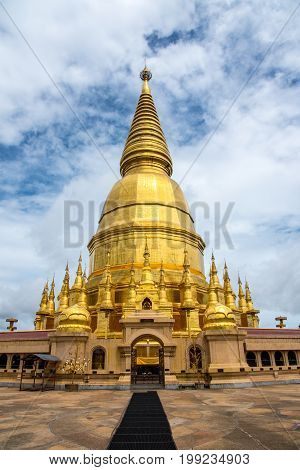 hra Maha Chedi Srivang Chai Golden temple for buddhism to pray for faith