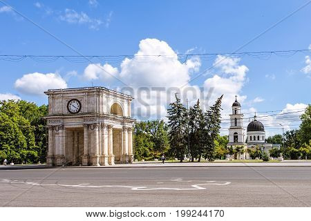 Arch of triumph, stefan cel mare street in the chisinau downtown, blue sky and clouds, national square