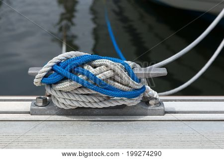 Boat Tie Cleat With Rope