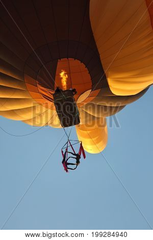 Extreme performance of aerial gymnasts in a balloon