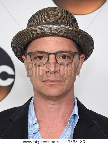 LOS ANGELES - AUG 06:  Josh Malina arrives for the ABC TCA Summer Press Tour 2017 on August 6, 2017 in Beverly Hills, CA