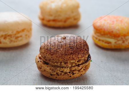 Assortment of macaroons to the delicious taste of caramel and praline.