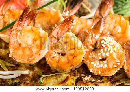 Close up of shrimp skewers on vegetable omelette