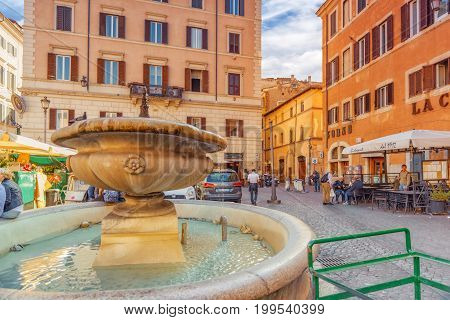 Rome, Italy - May 09, 2017 : Square Campo De Fiori And Fountain Of Campo De Fiori(fontana Di Campo D