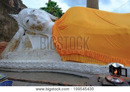 Reclining Buddha Is A Statue That Represents Buddha Lying Down And Is A Major Iconographic And Statu