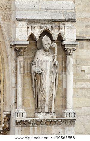PARIS/FRANCE - MARCH 30, 2013: Mens statue on the cathedrale Notre-Dame de Paris