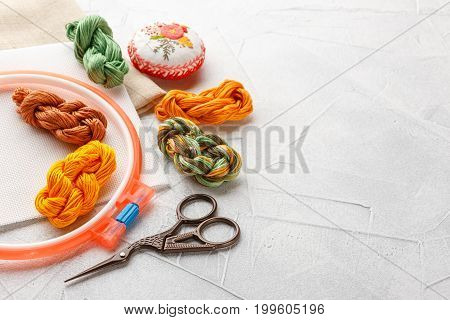 Set for embroidery embroidery hoop linen fabric thread scissors embroidered needle bed