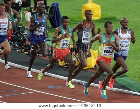LONDON, ENGLAND - AUGUST 12: Muktar Edris of Ethiopia races Mohamed Farah of Great Britain and Northern Ireland during the 16th IAAF World Athletics Championships London 2017
