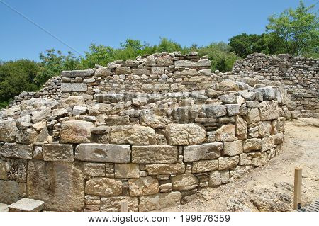 Antique colony of the 7th century BC. Ruined in the fourth century BC then rebuilt at the request of Aristotle. Aristotle's birthplace and burial site. Ruins are located near the village resort Olimpiada near the eastern coast of the peninsula of Chalkidi