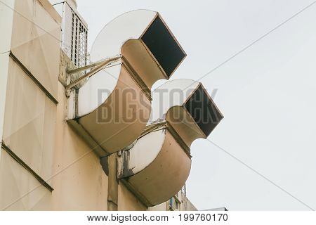 Outdoor Exterior Restaurant Air Pipe Kitchen Airduct For Ventilate Smoke And Vacuum Odor.