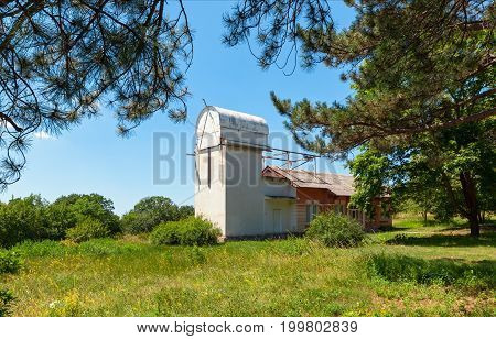 Old tower solar telescope with a closed retractable roof