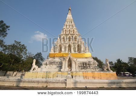 White Triangle Pagoda At  Wat Chedi Liam In Historic City