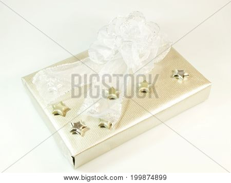Present in silver and white color with big bow