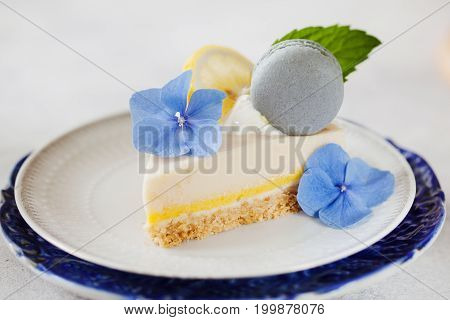 Vanilla Cheese Cake With Lemon Filling