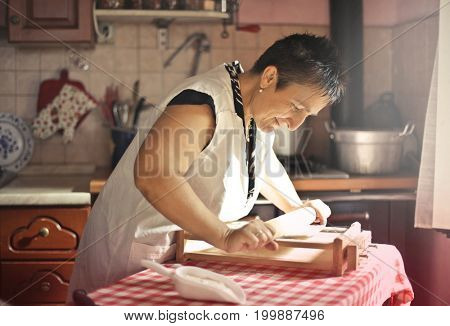 Italian woman preparing fresh pasta