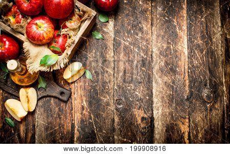 Apple Cider Vinegar, Red Apples .