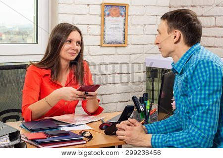 Personnel Specialist At The Interview Meets With The Applicant Position