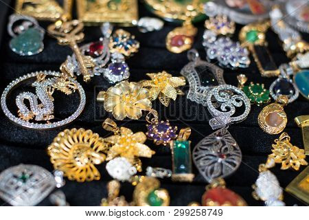 Jewelry Gold  Earring And Pendant, Jewellery Shops In Thailand