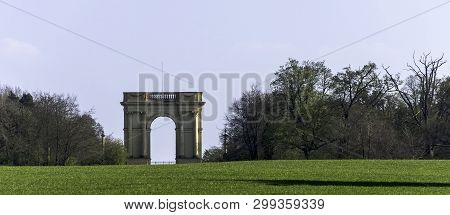 Stowe, Buckinghamshire, Uk - March 28: Picture Of The Corinthian Arch On March 28, 2019 In Stowe, Bu