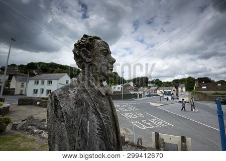 Laugharne, Wales, Uk, July 2014, A View Of Dylan Thomas Carved Statue