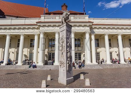Schwerin, Germany - April 16, 2019: Lion Statue On A Pillar A The Market Square Of Schwerin, Germany