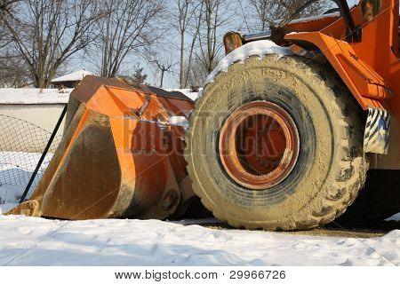 Building machine and snow
