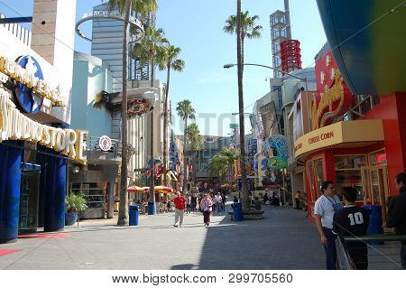 Universal Studios, Los Angeles C.a. Circa 2006 - A Quiet Moment On The Usually Busy Streets Of Unive