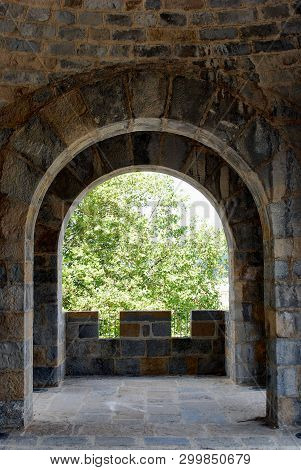 Open Doors In The Castle, Come In, Please